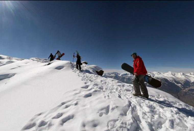 Skigebiet_Les4Vallees_ PlanduFou_Snowboarder_Berg_Winter.png