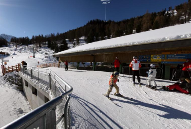 Skigebiet_Les4Vallees_ Siviez_Talstation_Skifahrer.png