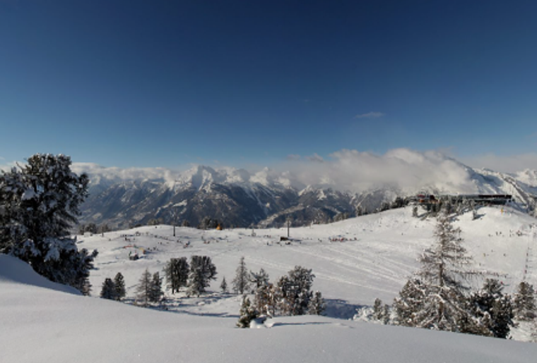 Skigebiet_Les4Vallees_Tracouet_Skipiste_Huettte_Skilift.png
