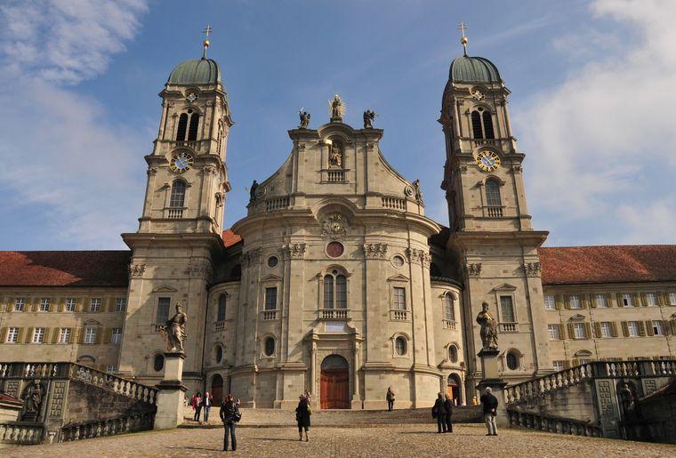 Kloster_Einsiedeln_Frontansicht.jpg