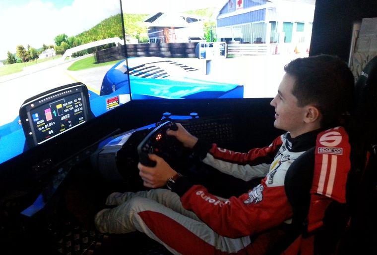 Levin im Racer im Kombi.jpg