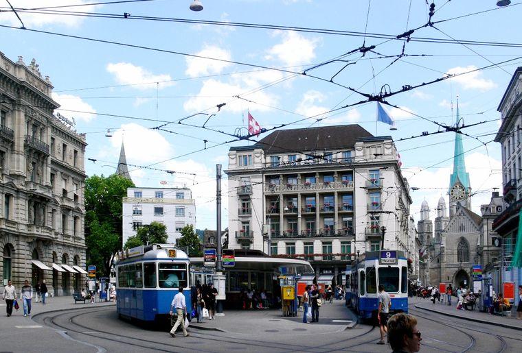 Zürich_Paradeplatz.jpg