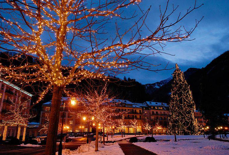 csm_Weihnachten_Resort_Winter_Beleuchtung_Auffahrt_Baeume_0eacb3745f.jpg