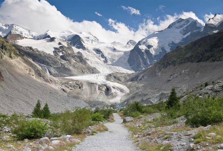Trail_to_Morteratsch_Glacier_in_2012_July.jpg