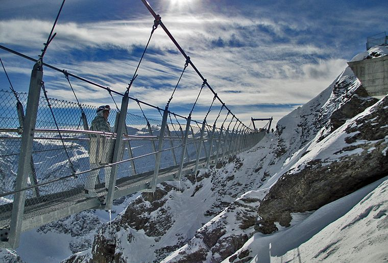 Cliff-walk_titlis.jpg