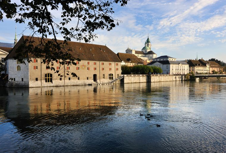 Solothurn Sicht auf Landhaus mit Aare