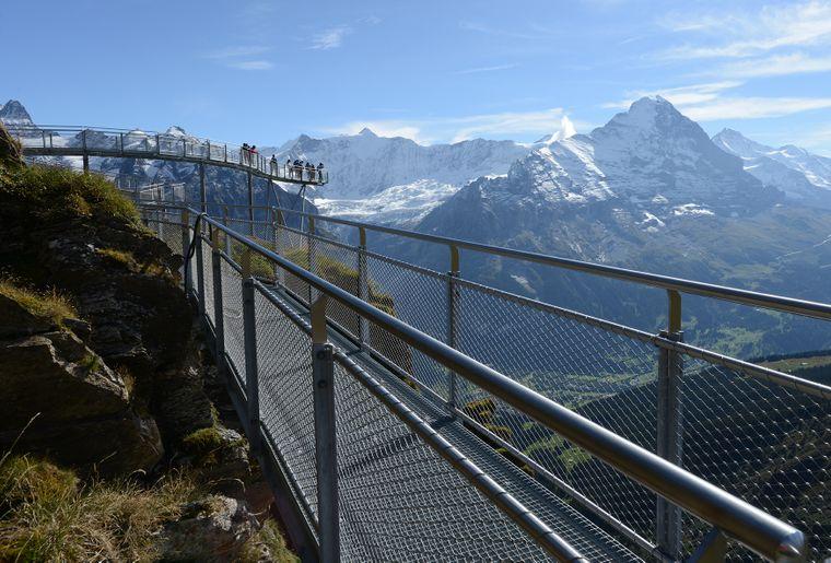 Felssteg_und_Aussichtsseg_Richtung_Eiger.jpg