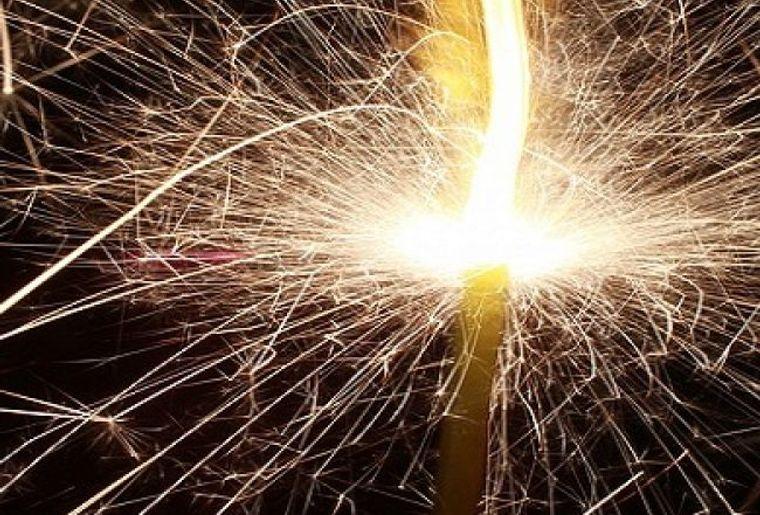 Feuerwerk_Flüelen_red.jpg