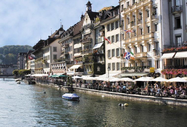 Luzern Reussquai - Sommer in der Schweiz.jpg