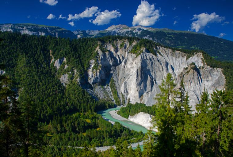 Rheinschlucht bei Versam - Sommer in der Schweiz.jpg