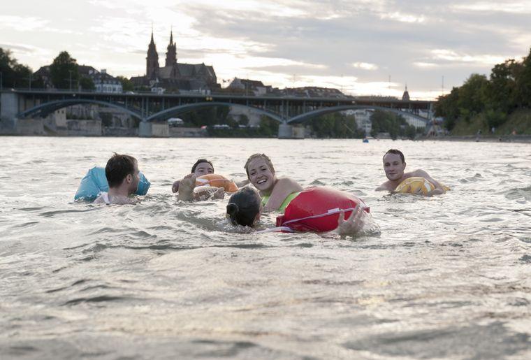 Rheinschwimmen - Sommer in der Schweiz.jpg