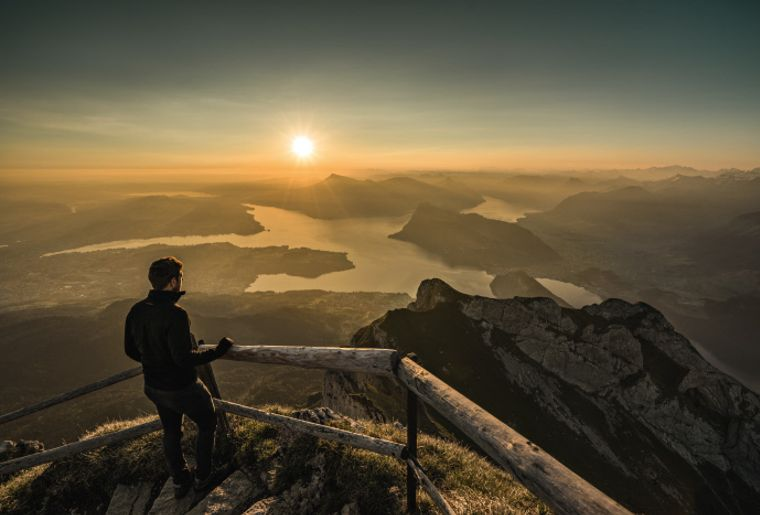 Sonnenaufgang Pilatus Vierwaldstättersee - Sommer in der Schweiz.jpg
