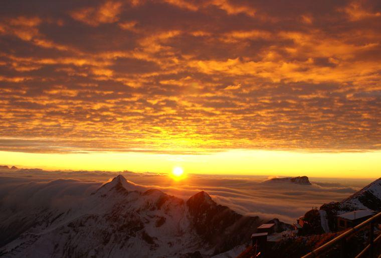 Sonnenuntergang auf dem Rothorn - Sommer in der Schweiz.JPG