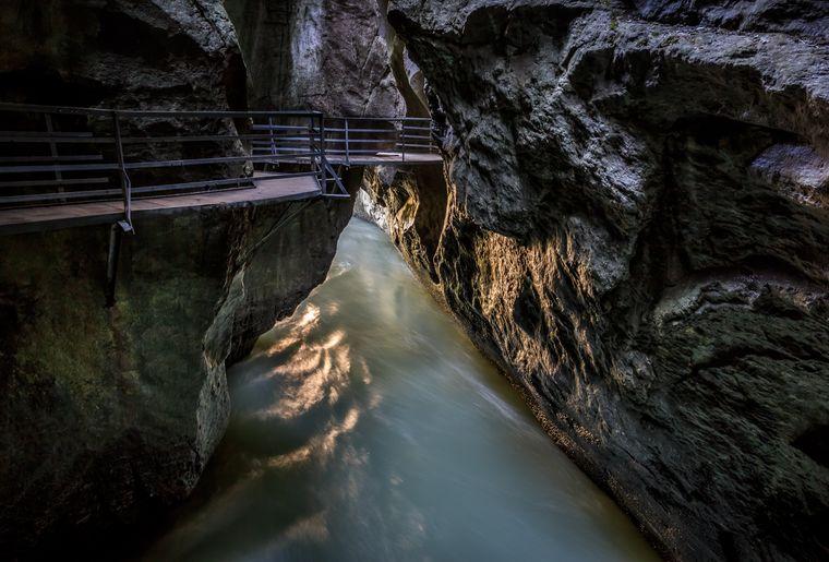 Aareschlucht - Sommer in der Schweiz.jpg
