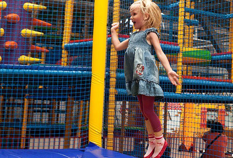 Starbie Spielhalle - Indoorspielplatz - Hüpfen.jpg