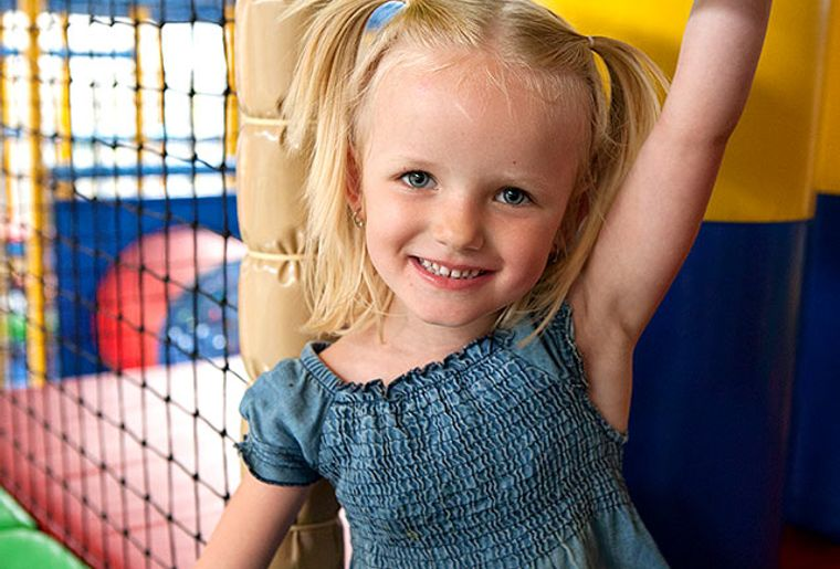 Starbie Spielhalle - Indoorspielplatz - Klettergerüst.jpg