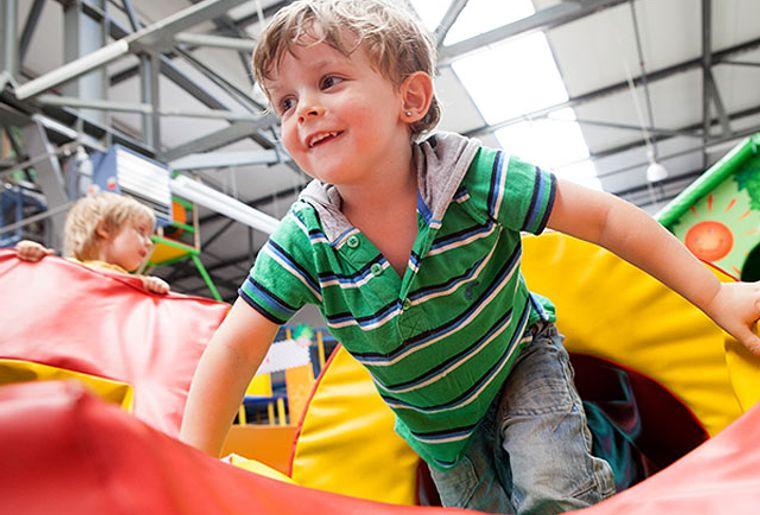 Starbie Spielhalle - Indoorspielplatz - Kinder toben.jpg
