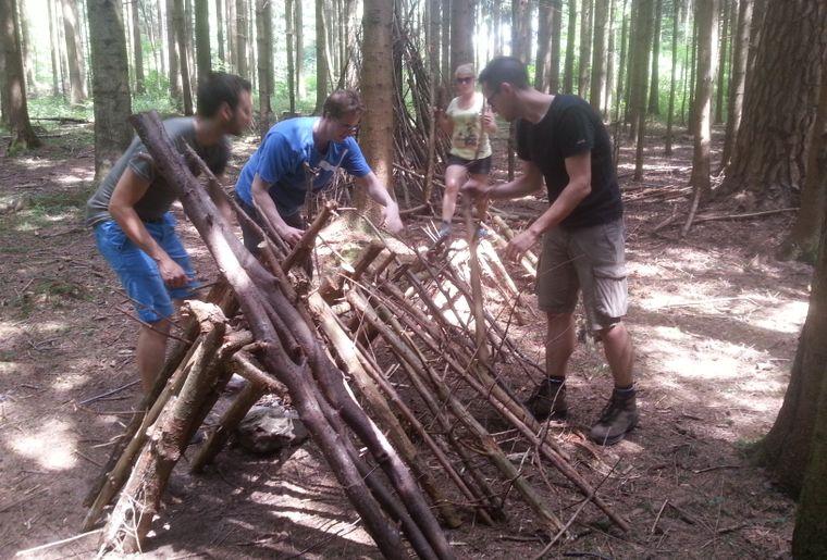 Hütte bauen.jpg