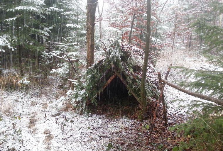 Hütte im Schnee.jpg