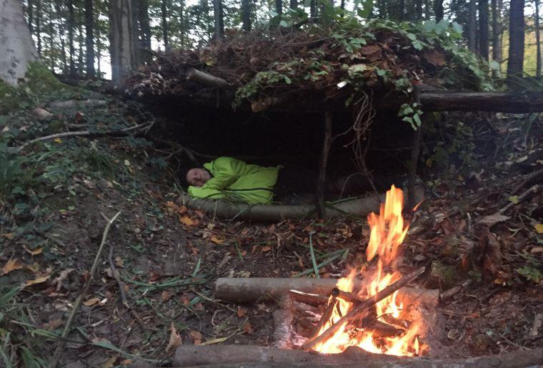 Schlafen am offenen Feuer.jpg