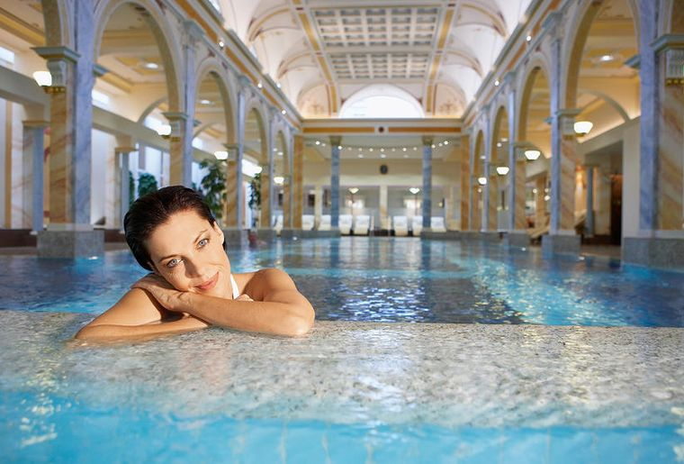 Wellness Spa Thermalbad Schweiz - Tamina-Therme Bad Ragaz.jpg