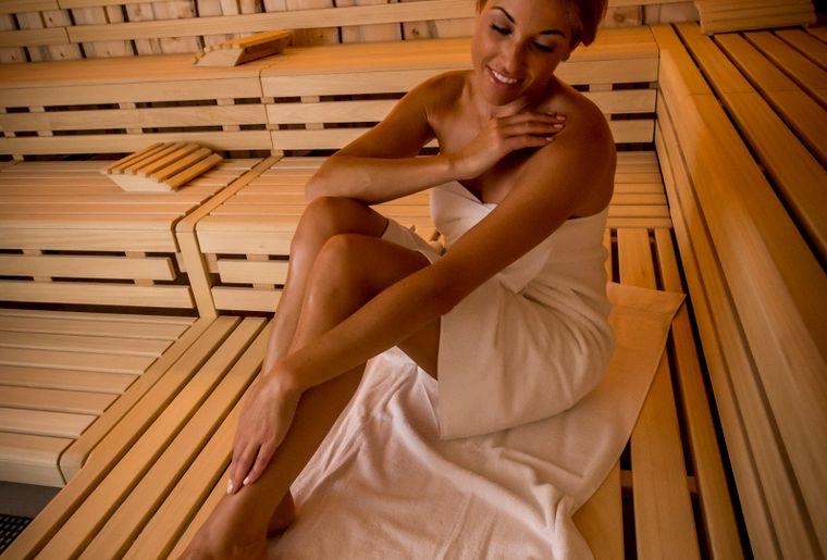 Bohrturmsauna mit Salzpeeling-Sauna_hoch.jpg