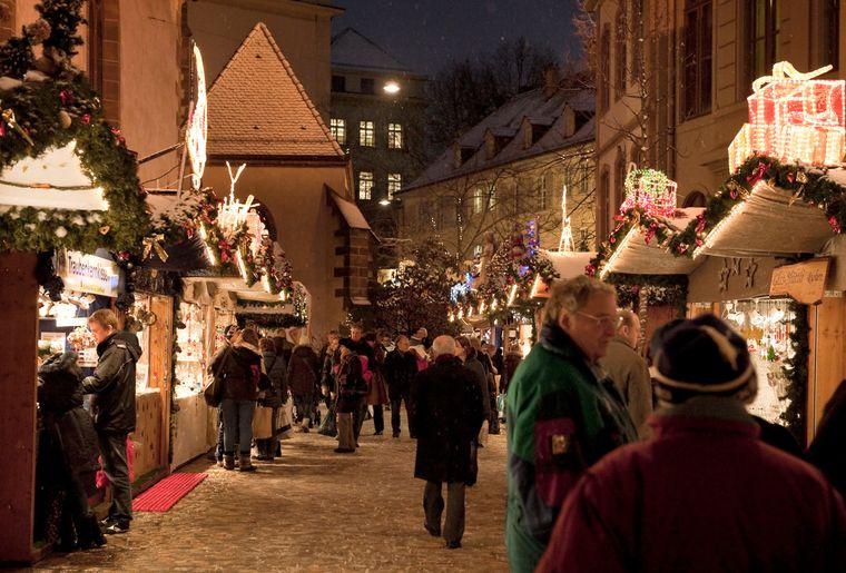 Basler Weihnachtsmarkt auf dem Barfuesserplatz 4_(c) Basel Tourismus.jpg