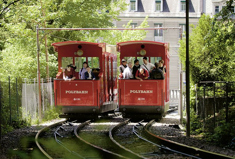Polybahn Bergbahn Seilbahn Zürich Sommer.jpg