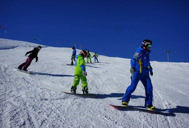 Schneesportschule_Brigels-Waltensburg-Andiast_5_front_large.jpg