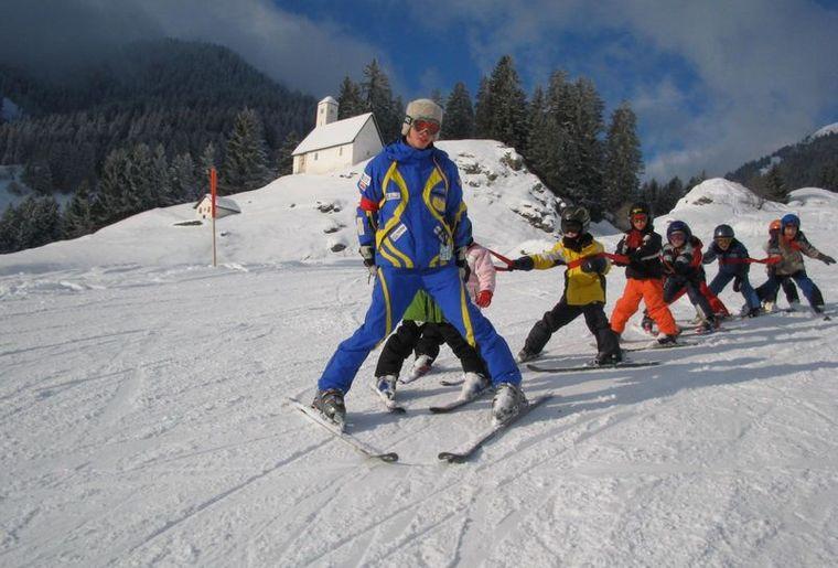 Schneesportschule_Brigels-Waltensburg-Andiast_3_front_large.jpg