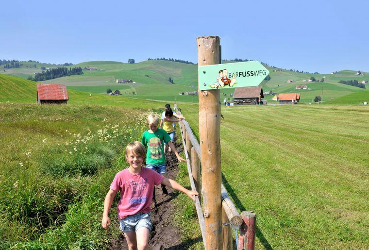 Wandern_Alpstein_Barfussweg_Familien_1.jpg
