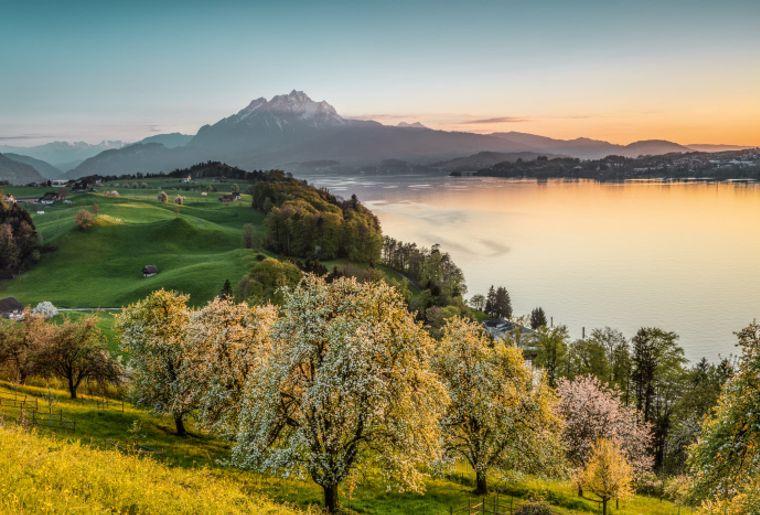 Frühlingsabend mit Vierwaldstättersee und Pilatus.jpg