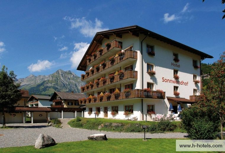 normal_aussenansicht-sommer-01-hplus-hotel-sonnwendhof-engelberg.jpg