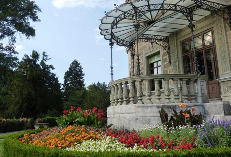 Schloss_Huenegg1_red.jpg