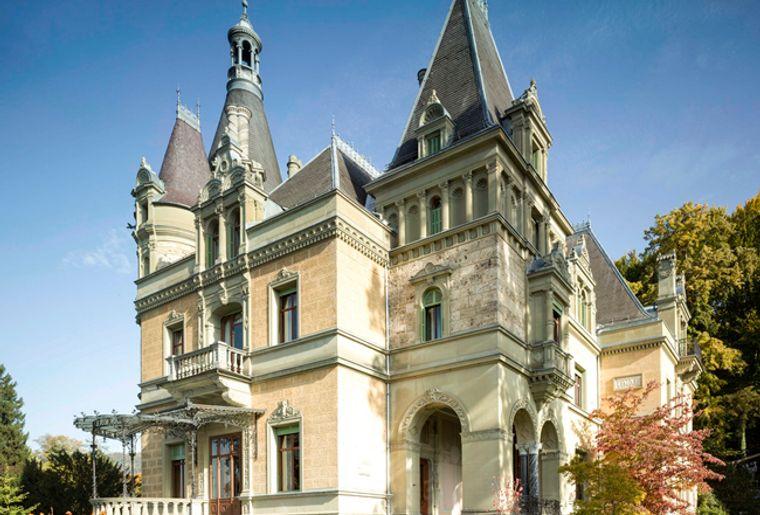 Schloss_Huenegg2_red.jpg