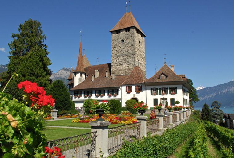 Schloss_Spiez2_red.jpg