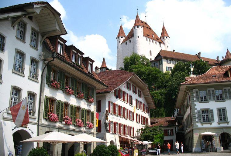 Schloss_Thun3_red.jpg