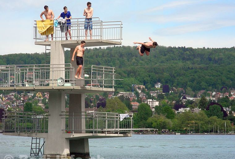 Zuerich-Bad-Mythenquai-Sprungturm.jpg