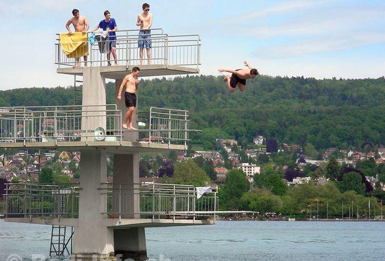 Zuerich-Bad-Mythenquai-Sprungturm.jpg