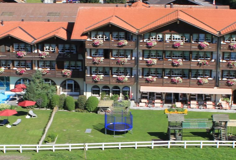 hotel-simmenhof-frontbild.jpg