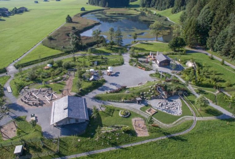 Lenk-Simmental_AlpKultur-Spielplatz_Lenkersee-Foto_Andreas_Müller_©Lenk-Simmental_Tourismus_DJI_0059-1_790x444_acf_cropped.jpg