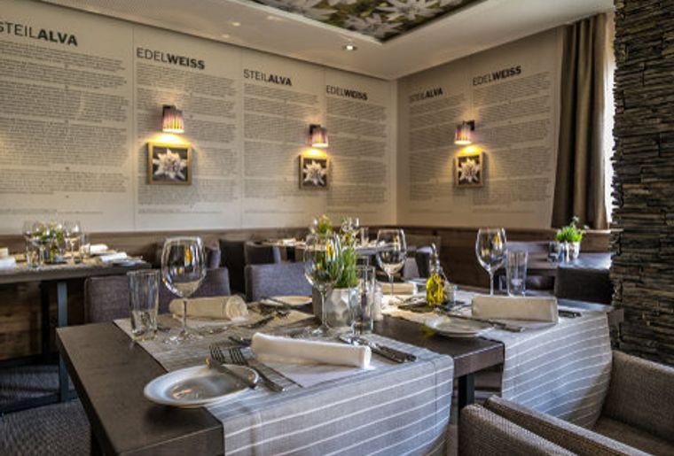 Valbella_Inn_Restaurant_Capricorn_red.jpg