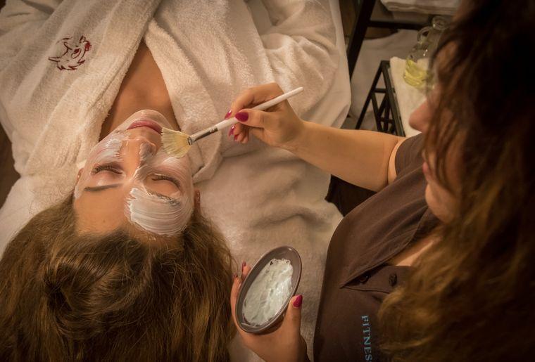 EP16_RESORT_BR_Wellness_Behandlungen_Massage_Teenager_Gesichtsbehandlung....jpg