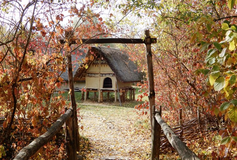 Eingang Pfahlbaudorf.JPG