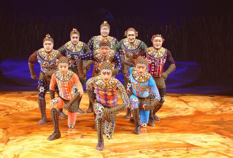 Cirque_du_Soleil_18_Credit_OSA_Images_Costumes_Kym_Barrett_©2010_Cirque_du_Soleil_Inc..jpg