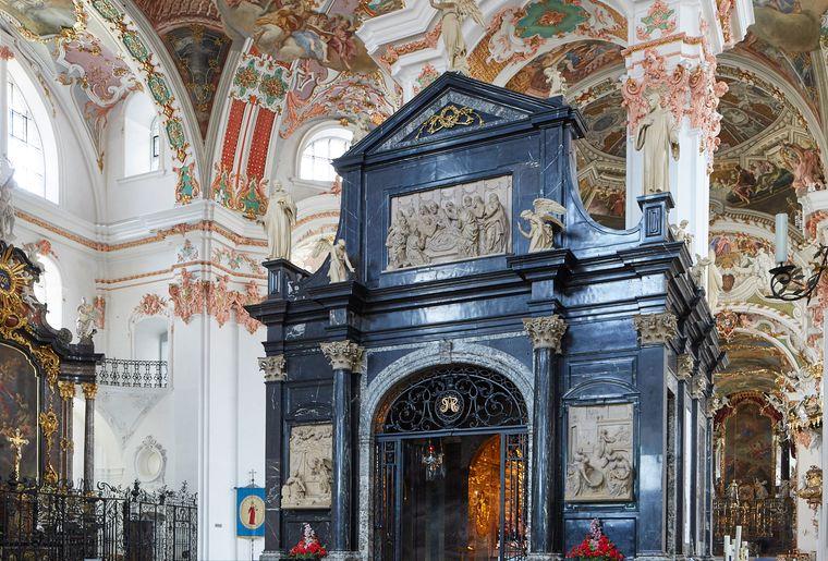 01-Gnadenkapelle-KlosterEinsiedeln-EYZ.jpg