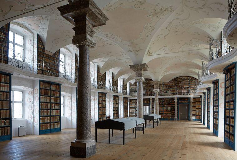 01-Stiftsbibliothek-KlosterEinsiedeln-EYZ.jpg