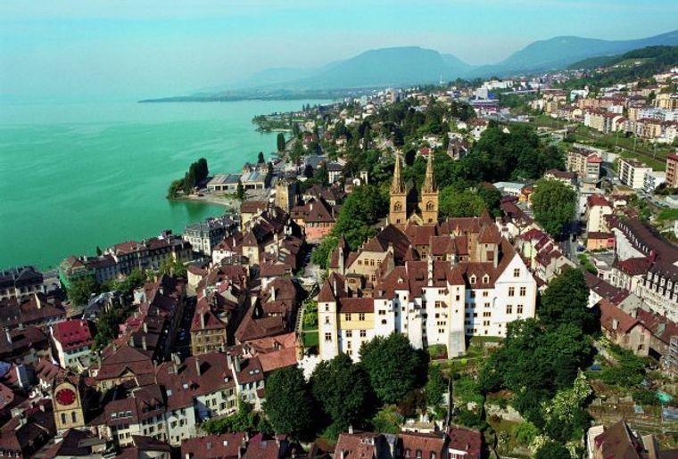 Neuenburg aus der Luft.jpg