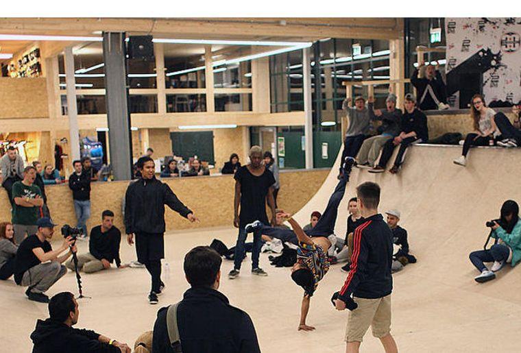 161115_slider_breakdance.jpg