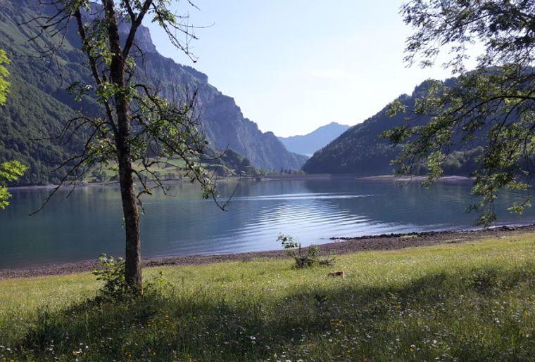 Aussicht auf den Klöntaler See.jpg